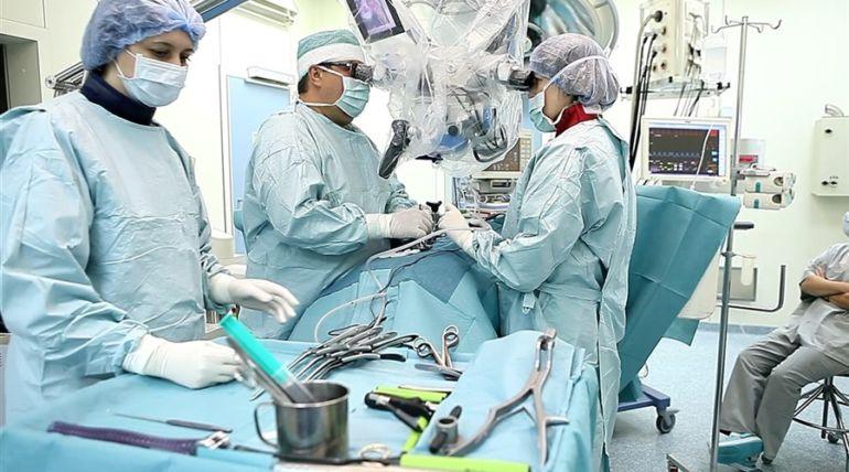 Операция по удалению межпозвоночной грыжи: отзывы и сколько стоит{q}